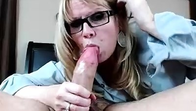 Amateur Blonde With BIG BOOBS Hot Free Cam Bit