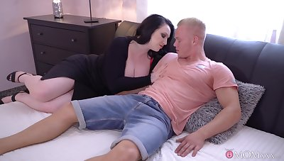 Lucky tramp country his dick in orgasmic cunt of mature Harmony Reigns