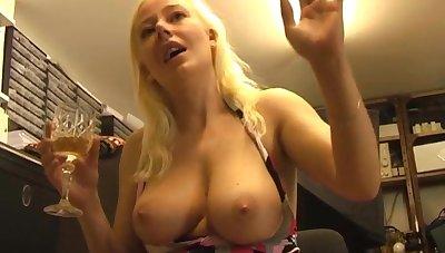 Amateur pic of prexy blonde chick Alyssa Jenkins having unequalled entertainment