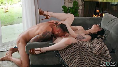 Smashing nude porn for a sensual brunette with beamy breasts