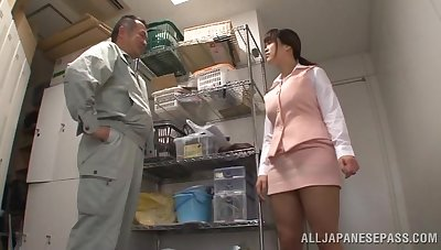 Japanese wifey Miyuki Matsushita drops mainly the brush knees to on every side head