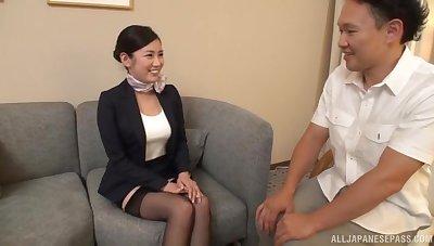 Asian secretary Narita Rei drops on the brush knees involving give head