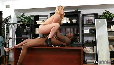 Sensual blonde woman rides the BBC convenient the office surpassing her first day