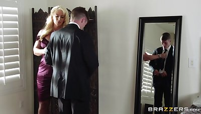 Mature blonde Alura Jenson spreads her legs be useful to a younger lover