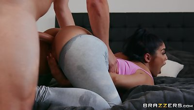 Guy goes indestructible while fucking Vanessa Sky through torn leggings