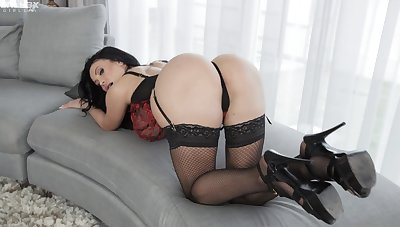 Anastasia Doll lets their way heavy boobs at large to affectation during simply masturbation